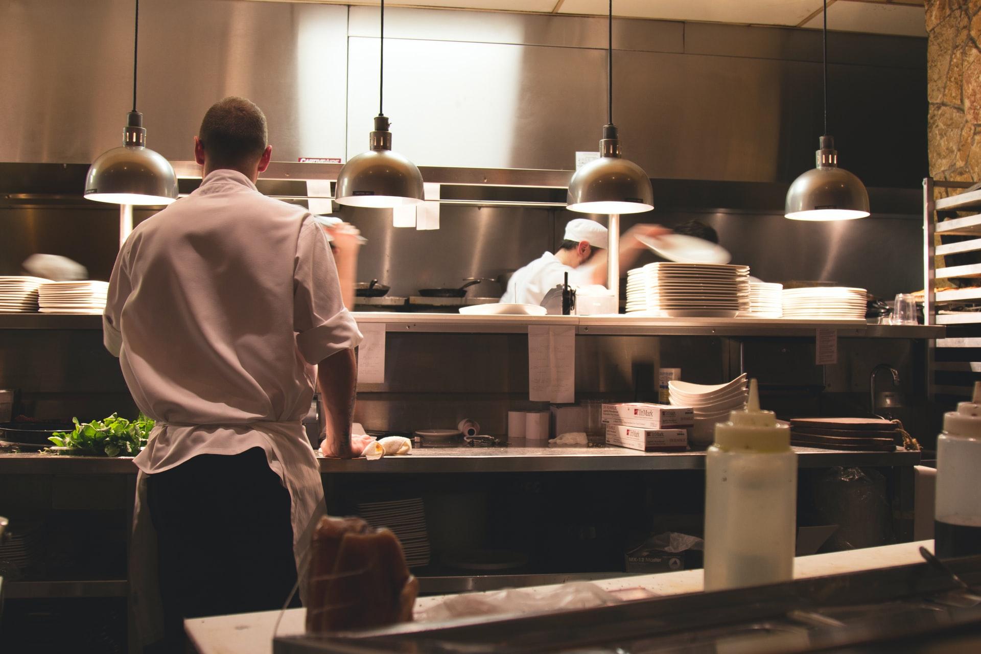 レストランのキッチンの様子