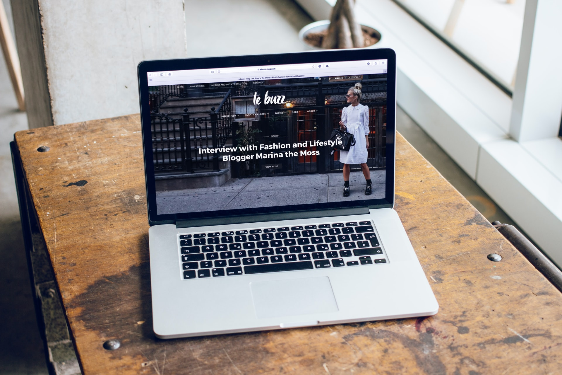 フルスクリーン・レイアウトを映すMacBookPro