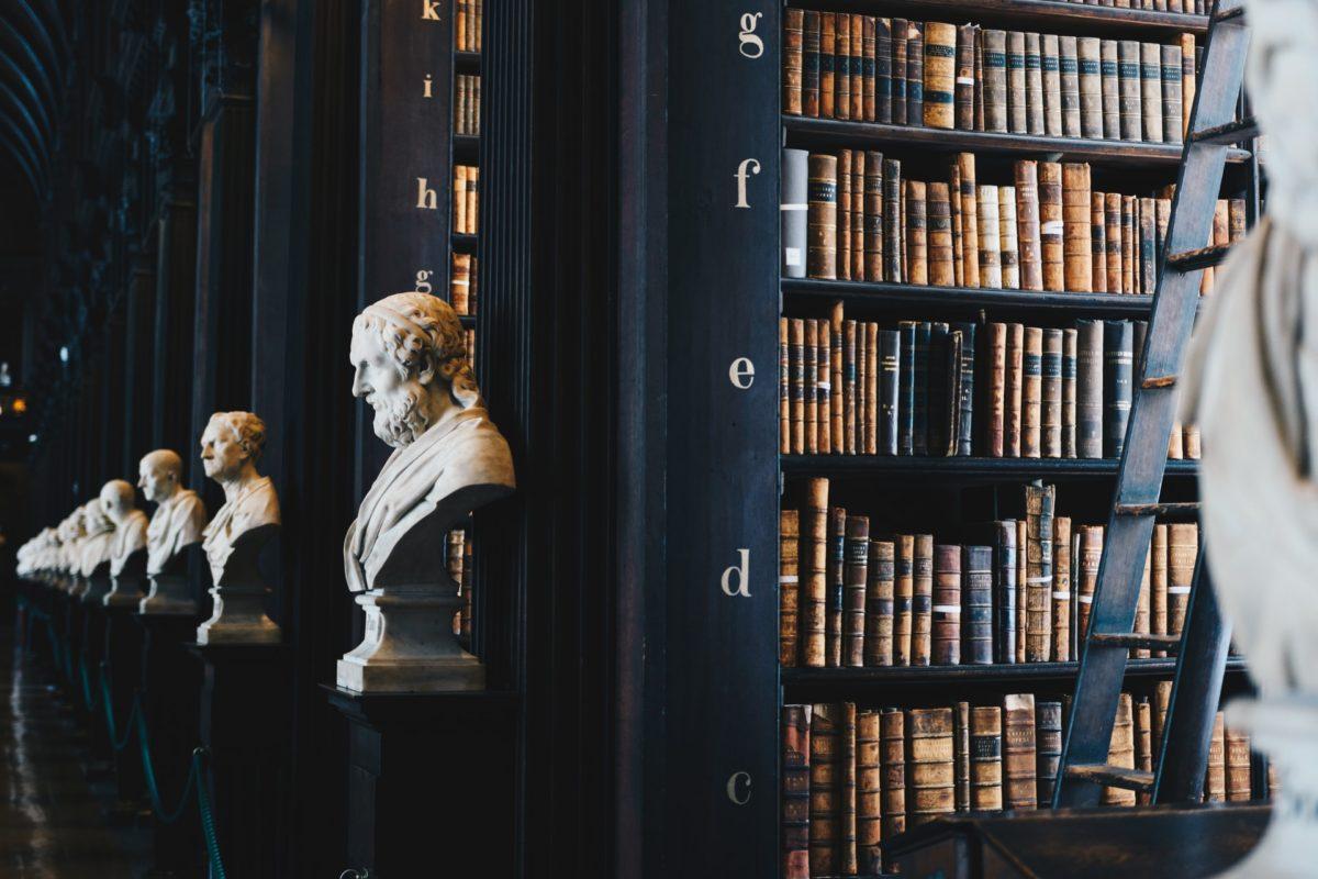 歴史ある図書館の写真