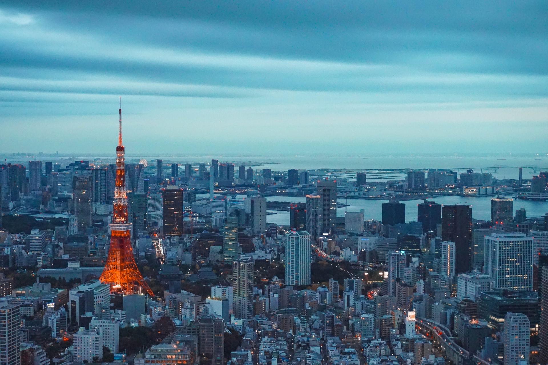 東京タワーと都心の空撮