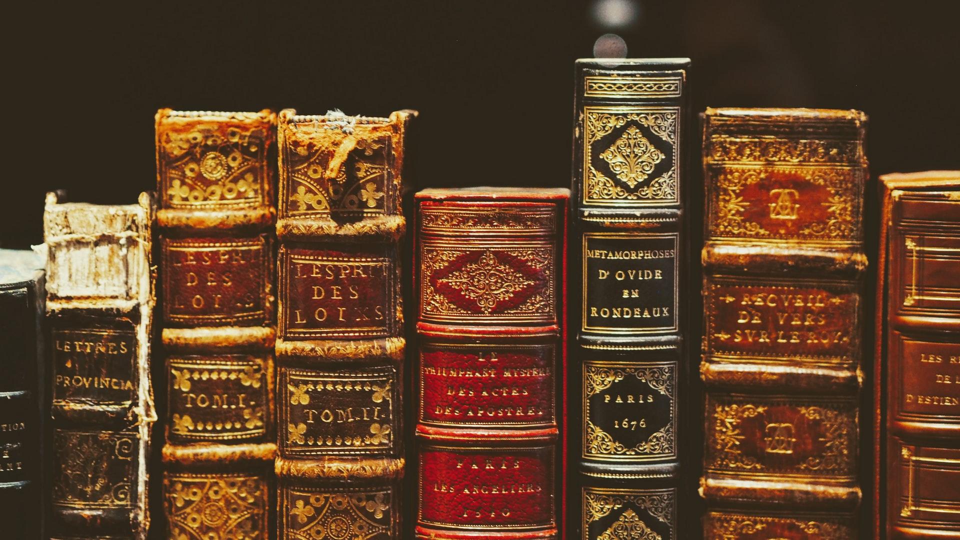 古い書籍(歴史のイメージ)