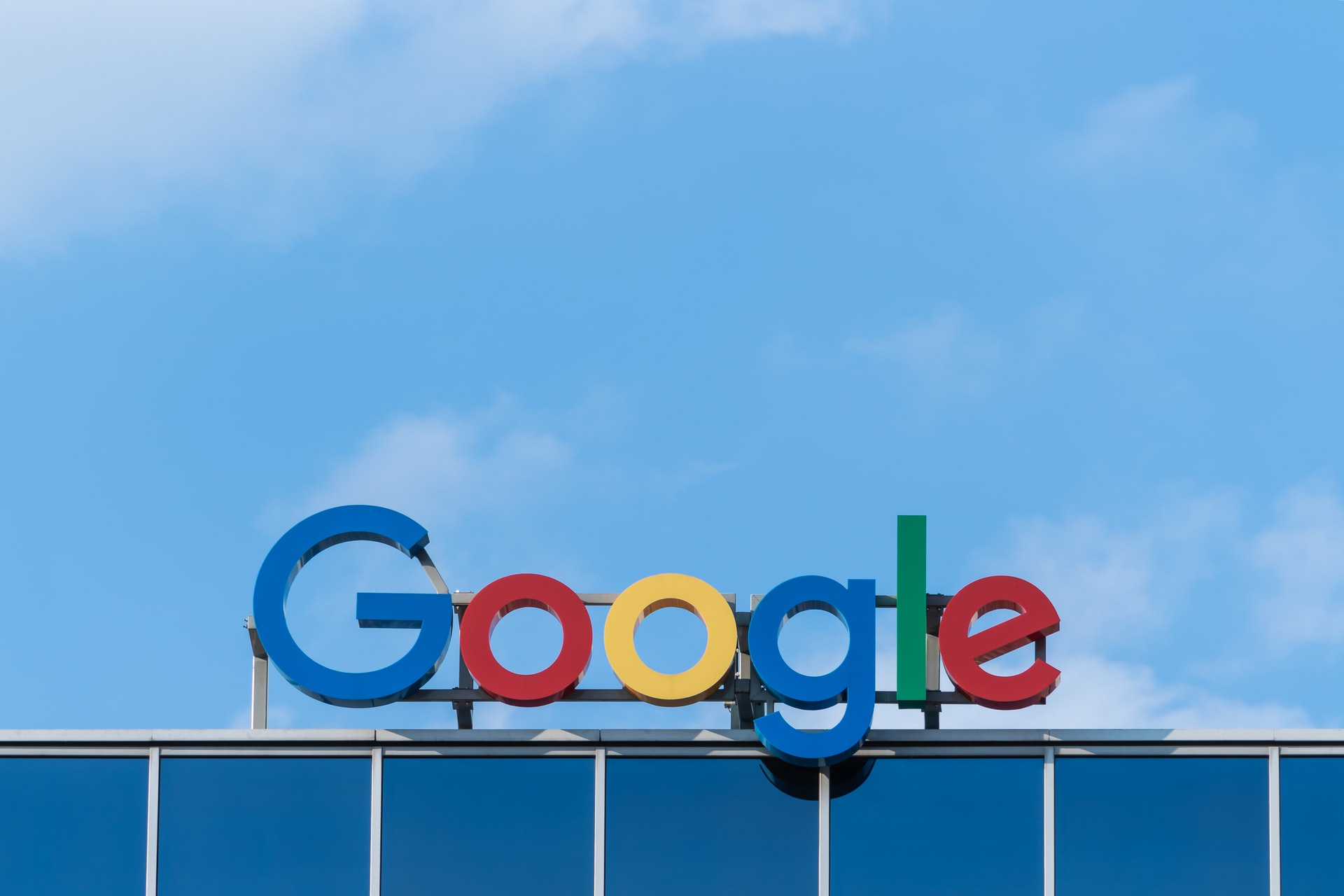 Googleロゴマークの看板
