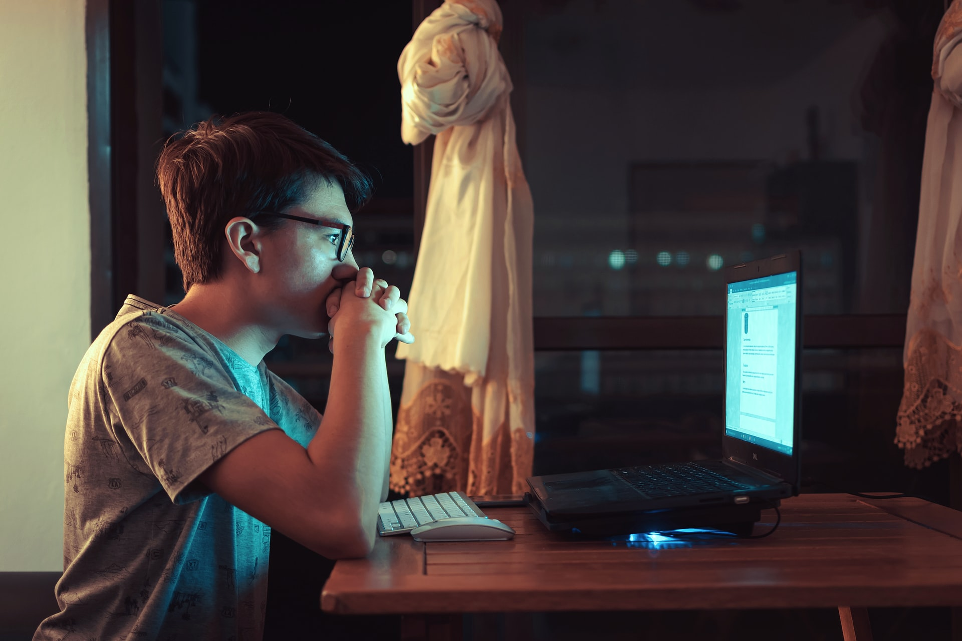 夜中までインターネットをやる人